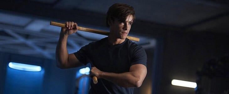 Brenton Thwaites incarne Dick Grayson dans la série Titans