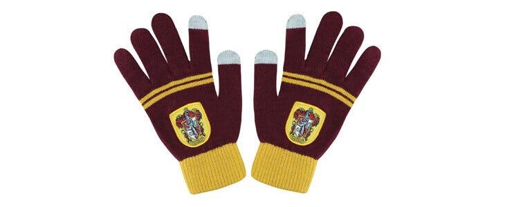 Retrouvez ces gants Gryffondor sur la boutique officielle Wizarding World.
