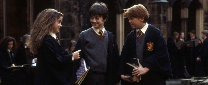 Harry Potter et ses amis étudient à l'école de sorcellerie Poudlard.