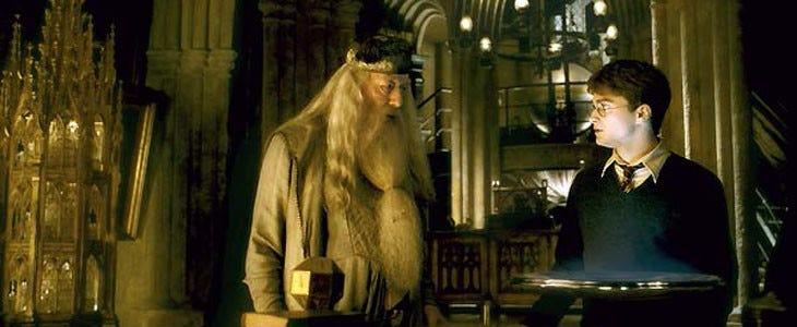 Harry Potter et Albus Dumbledore utilisent la pensine dans Harry Potter et le Prince de Sang-Mêlé.