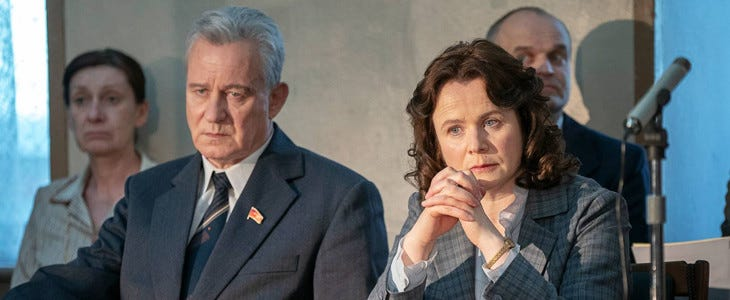 Stellan Skarsgård et Emily Watson dans Chernobyl