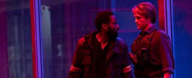 John David Washington et Robert Pattinson dans le film Tenet