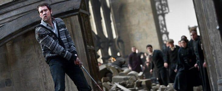 Neville avec l'épée de Gryffondor dans Harry Potter et les Reliques de la Mort