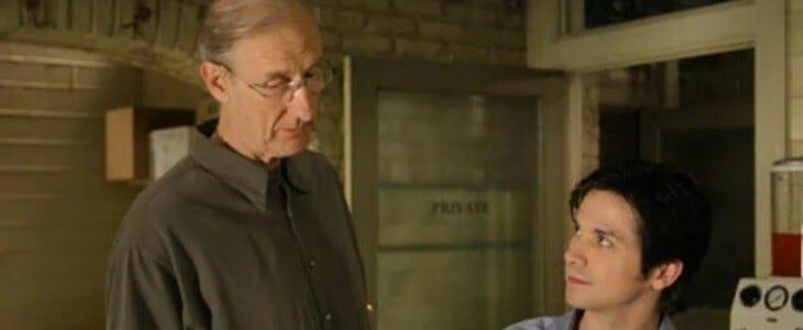 James Cromwell dans Six feet under.