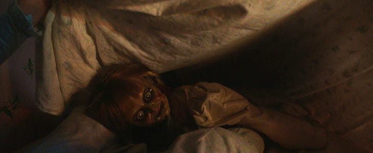 La terrifiante poupée dans Annabelle : La Maison du Mal