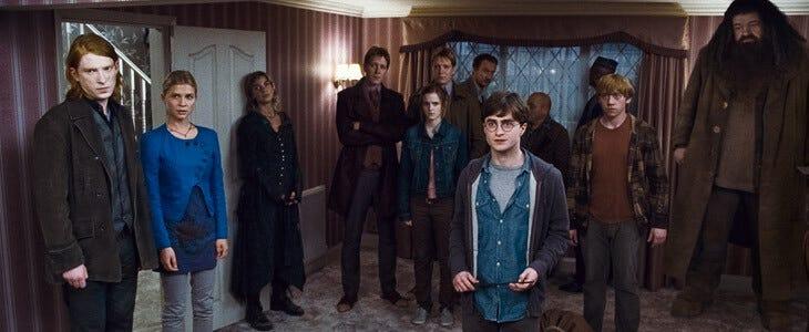 Les membres de l'Ordre du Phénix viennent en aide à Harry Potter.