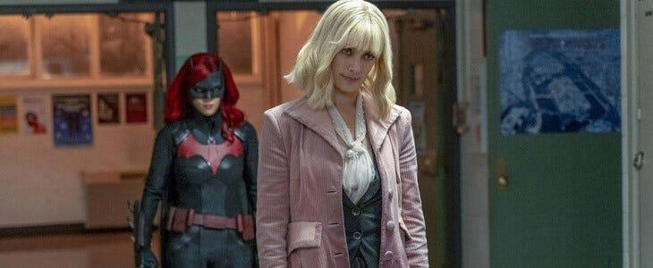 Rachel Skarsten incarne Alice dans la première saison de Batwoman.