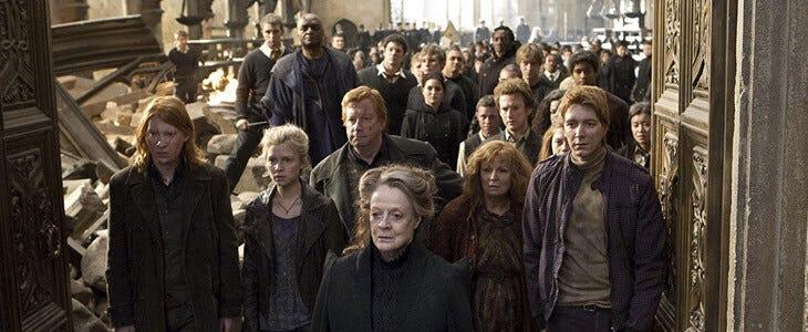 Toute la famille Weasley participe à la fameuse Bataille de Poudlard.
