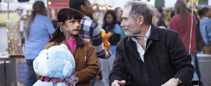 Dorothy Spinner avec son père adoptif Niles Caulder dans la saison 2 de Doom Patrol