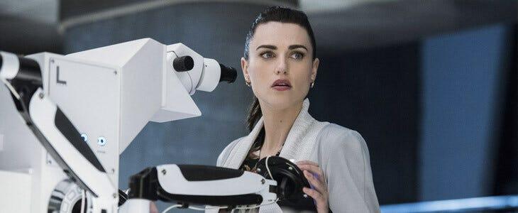Katie McGrath dans la saison 5 de Supergirl.