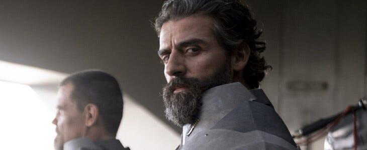 Oscar Isaac est le duc Leto Atréides, dans Dune.