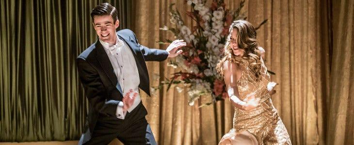 Grant Gustin et Melissa Benoist dans l'épisode musical de Flash.