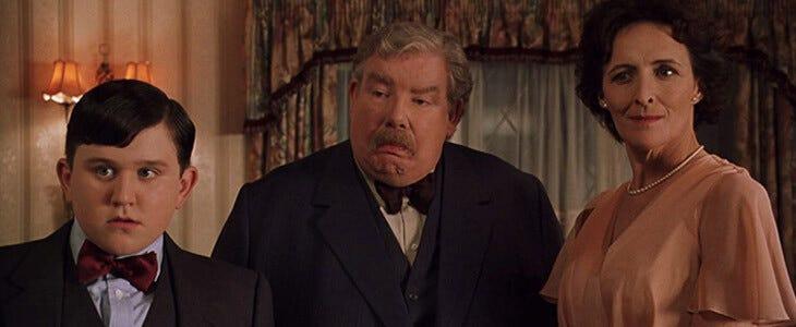 Dudley, Vernon et Pétunia Dursley dans Harry Potter et la Chambre des Secrets