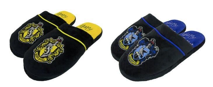 Retrouvez ces paires de pantoufles Poufsouffle et Serdaigle sur la boutique officielle Wizarding World.
